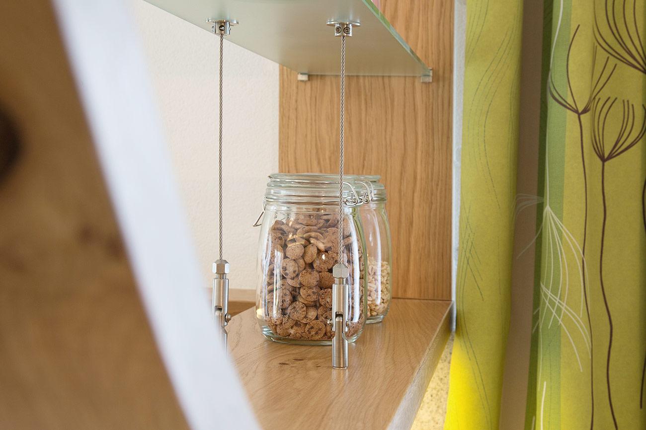 Eichenholzbogen in modernem Küchendesign