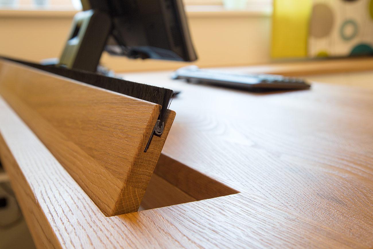office-buero-kabelschacht-w-lan-kabel-eiche-145510