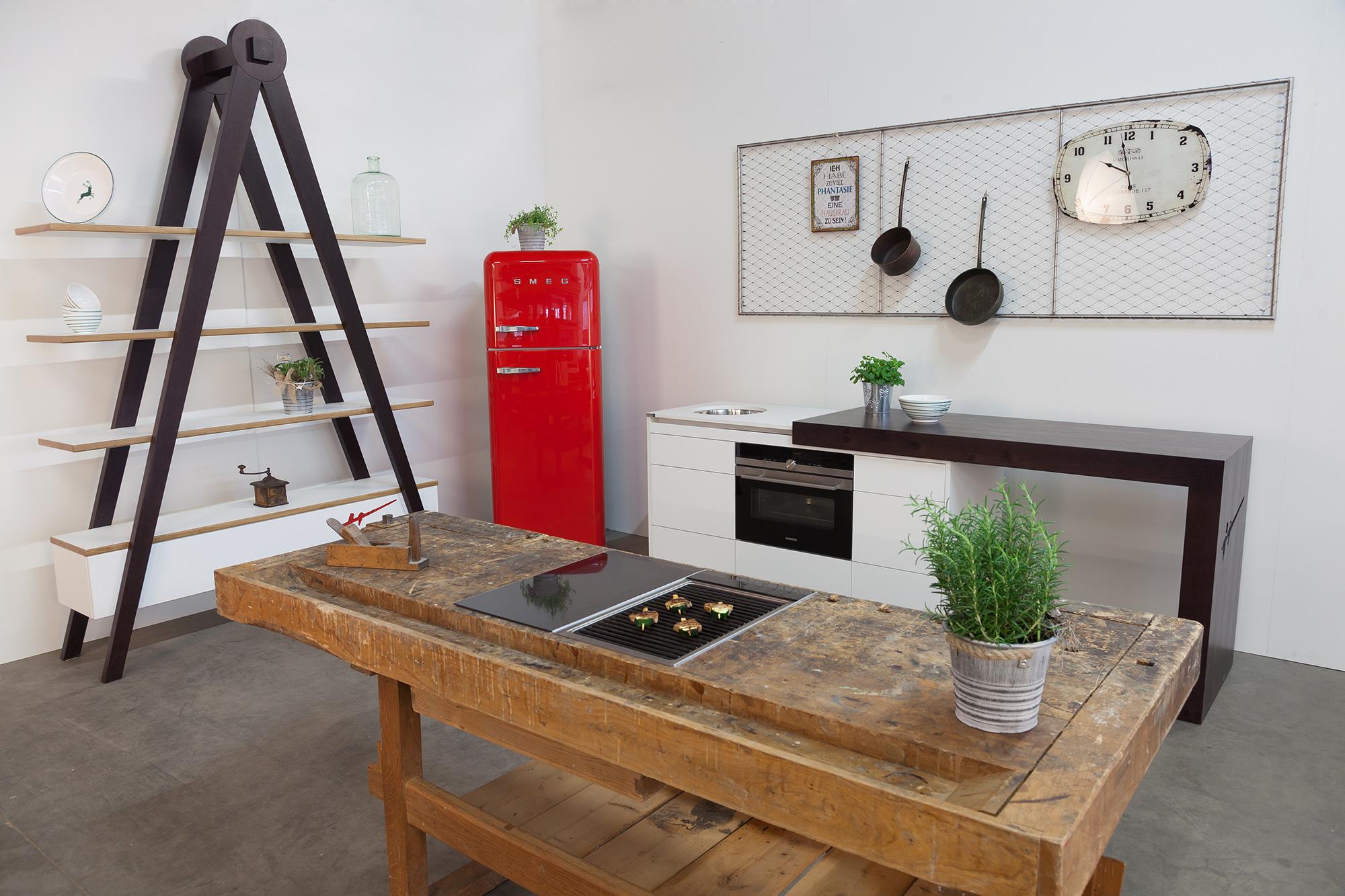 kompaktküche-ckdesign-cornelia-kronberger-verstellbar-designküche-smeg-hobelbankgrill-grillplatte-hobelbankküche-1