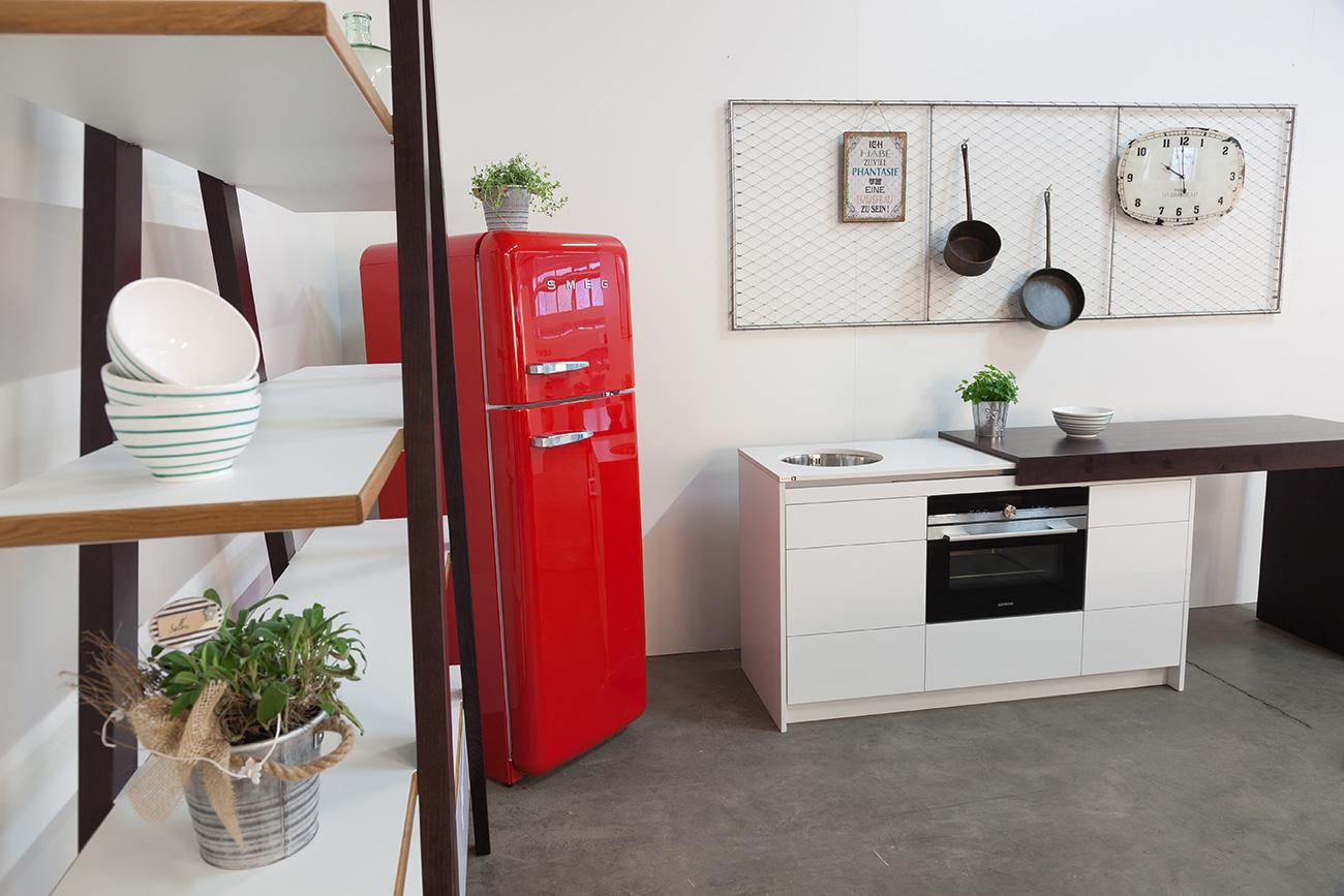 kompaktküche-ckdesign-cornelia-kronberger-verstellbar-designküche-smeg-hobelbankgrill-grillplatte-hobelbankküche-2