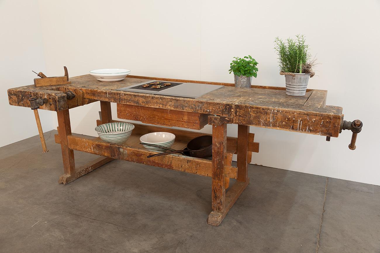 kompaktküche-ckdesign-cornelia-kronberger-verstellbar-designküche-smeg-hobelbankgrill-grillplatte-hobelbankküche-3