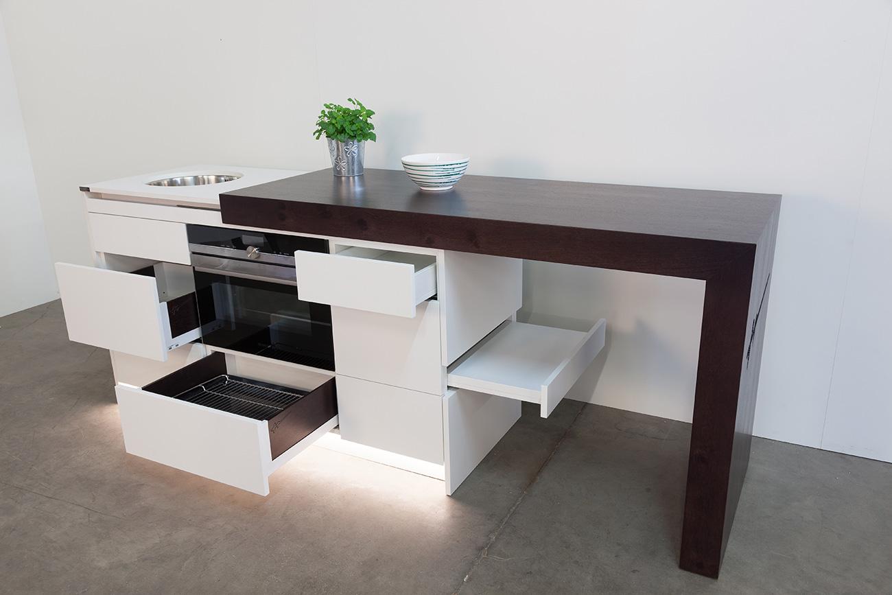 kompaktküche-ckdesign-cornelia-kronberger-verstellbar-designküche-smeg-hobelbankgrill-grillplatte-hobelbankküche-6